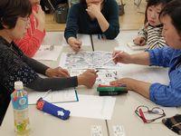 グループワークで課題を検討する受講生たち