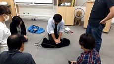 獣医師から学ぶ動物の救急救命実技セミナーでマネキン犬で実技体験
